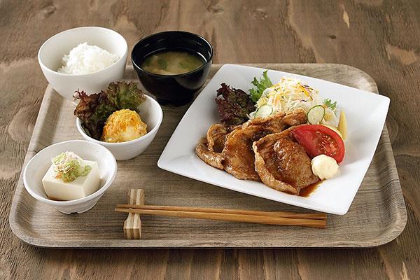 月曜日:豚肉の生姜焼き定食